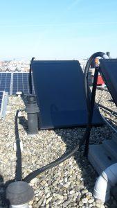 Doordat er ook al zonnepanelen op dak waren gemonteerd zijn we creatief met de beschikbare ruimte omgegaan